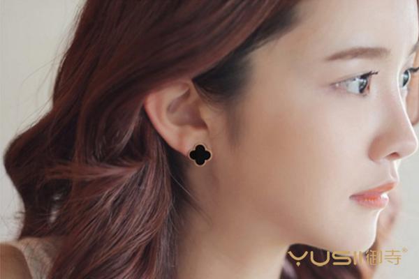 梵克雅宝的耳钉