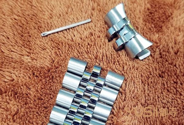 御寺回收公司手把手教你怎么换劳力士手表的五珠链