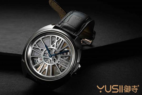 卡地亚的新款Cle de Cartier自动上链镂空手表