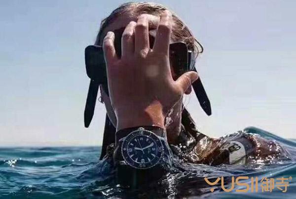 更换手表电池时,记得也要更换防水胶圈